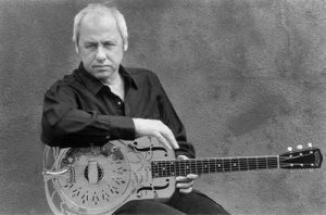 Mark+Knopfler+Knopfler+and+his+Dobro